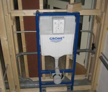 Hangtoilet installatie